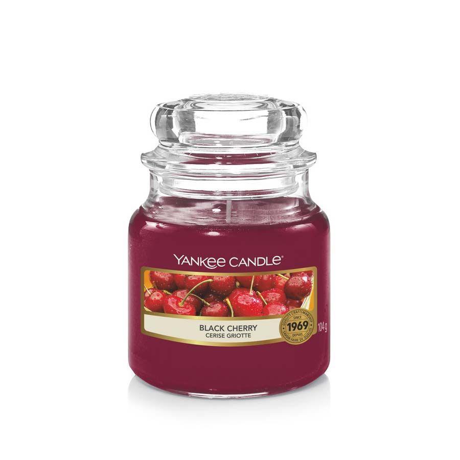Yankee Candle Black Cherry vonná svíčka classic malý