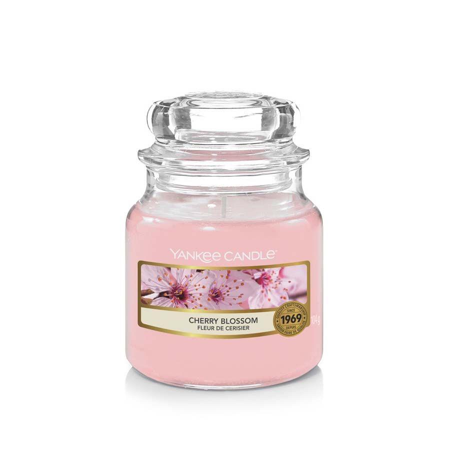 Yankee Candle Cherry Blossom vonná svíčka classic malý